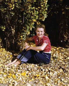 """""""She was a clean-cut, American, wholesome girl - too plump, but beautiful in a way. We tried to teach her how to pose, how to handle her body... She wanted to learn, wanted to be somebody, more than anybody I ever saw before in my life"""" - Emmeline Snively (head of the Blue Book Modeling Agency), on Marilyn Monroe."""