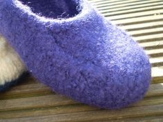 Ravelry: Duffers, 19 Row Felted Slippers pattern by Mindie Tallack Crochet Shoes, Knit Or Crochet, Crochet Clothes, Felted Slippers Pattern, Knitted Slippers, Yarn Projects, Knitting Projects, Crochet Projects, Ravelry