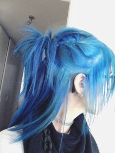 My hair 💙💙💙 Hair Dye Colors, Cool Hair Color, Pretty Hairstyles, Wig Hairstyles, Pelo Emo, Goth Hair, Aesthetic Hair, Haircut And Color, Coloured Hair