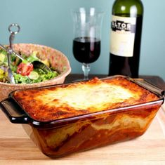 Perfectly sized lasagne for a romantic meal. I love lasagne. But since I am an empty nester now, finding times I can bake that and use it effectively has become Lasagne Recipes, Beef Recipes, Baking Recipes, Dinner For One, Small Meals, Meals For Two, Recipes For Two, Italian Dishes, Gourmet