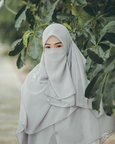 Image may contain: one or more people Hijab Dp, Hijab Niqab, Hijab Outfit, Islamic Fashion, Muslim Fashion, Muslim Girls, Muslim Women, Niqab Fashion, Anime Muslim