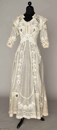 summer tea gown 1905-1910    I have a pink lawn gown very similar to this one.  I love it!