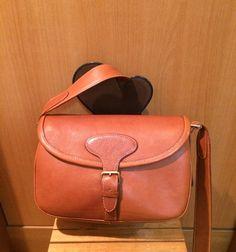 ショルダーバッグ Leather Bag, Satchel, Bags, Fashion, Accessories, Handbags, Moda, Fashion Styles, Fashion Illustrations