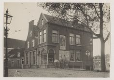 Antoniebrug bij de Antoniestraat, op de hoek met de Lieve Vrouwegracht. Foto 1916.                                Fotograaf: Jan Hendrik Forgens