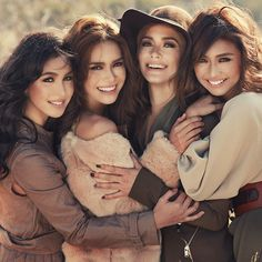 Julia Barreto, Erich Gonzales, Maja Salvador and Kathryn Bernardo. For MEGA. Group Picture Poses, Girl Group Pictures, Big Family Photos, Group Poses, Studio Family Portraits, Family Portrait Poses, Family Posing, Friend Poses Photography, Adult Sibling Photography