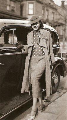 1930s, I'm assuming. Vintage Glamour, Vintage Beauty, 1930s Fashion, Look Fashion, Vintage Fashion, Fashion Styles, Harlem Renaissance Fashion, Renaissance Era, Classic Fashion