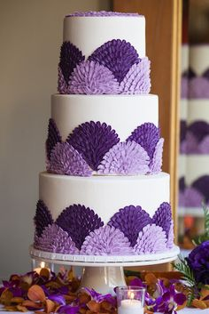 Aedriel: The Sophia Collection Cake Stand Fancy Cakes, Cute Cakes, Pretty Cakes, Beautiful Wedding Cakes, Beautiful Cakes, Foto Pastel, Purple Cakes, Cake Trends, Wedding Cake Inspiration