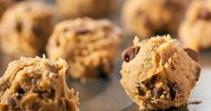 Frozen Chocolate Chip Cookie Dough Bites Great treat that feels decadent but it actually low in calories and high in protein. Cookie Dough Recipes, Edible Cookie Dough, Chocolate Chip Cookie Dough, Chocolate Chip Cookies Ingredients, Chocolate Chips, Edible Cookies, Homemade Cookies, Eating Raw Cookie Dough, Make Banana Bread