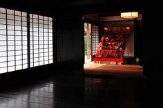 江戸時代末期の日本家屋のひな人形。 光のコントラストが綺麗でした。