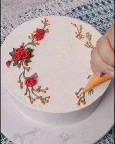 Buttercream Cake Decorating, Cake Decorating Designs, Creative Cake Decorating, Birthday Cake Decorating, Cake Decorating Techniques, Cake Decorating Tutorials, Creative Cakes, Cookie Decorating, Buttercream Designs