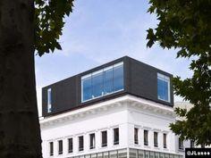 Le Courrier de l'Architecte | Une surélévation de Tank Architectes en ANTHRA-ZINC® de chez VMZINC®