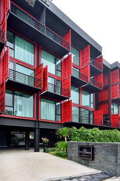 โฮลเทลกลางกรุงที่กล้าท้าทุกข้อจำกัดจับตู้คอนเทนเนอร์มาตั้งเรียงเปลี่ยนเป็นที่พักสุดชิค container hostel