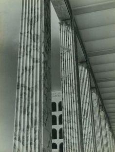 Stefano BRICARELLI (1889-1989)  Rome, Palais de la Civilisation du Travail (actuel Palais de la Civilisation Italienne), vers 1940.
