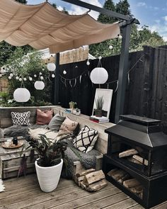 What would you miss most about your house if you moved out? Hygge, Garden Sitting Areas, Patio Decorating Ideas On A Budget, Porch Decorating, Patio Ideas, Garden Design Ideas On A Budget, Back Garden Design, Backyard Patio Designs, Affordable Furniture