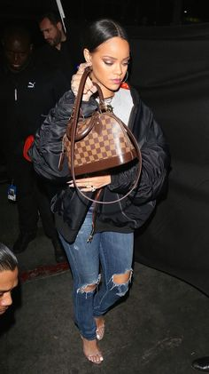 Rihanna street style    Pinterest: @trieufoster