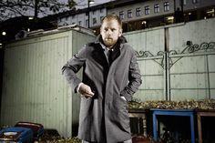 """Liebe #mindartisten, in der neuen, allerersten Ausgabe von """"mindart"""" (14.10. am Kiosk erhältlich!) erscheint ein Interview mit Peter Fox.  Fox setzt sich für das Lesen- und Schreibenlernen ein, unter anderem im Rahmen der Kampagne »iCHANCE«. Er ist Gründungsmitglied der KünstlerInneninitiative #GehtAuchAnders (www.geht-auch-anders.de). INTERVIEW: NICOLAS FLESSA FOTOS: GLEN GLOVER / ERIC WEISS / FELIX BROEDE"""