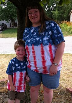 How to do the #batik method of tie-dying patriotic t-shirts for #July4th.