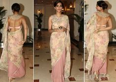 Check out the latest of blouse design images. This gallery will give you a better idea on which blouse design for your next saree purchase. Blouse Designs High Neck, Saree Blouse Designs, Saris, Indian Dresses, Indian Outfits, Indian Clothes, Desi Clothes, Sonam Kapoor Saree, Elegant Saree