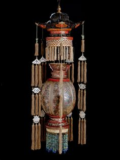 A rare Chinese horn and lacquer lantern, Qing dynasty, presumably late or early Century. Chinese Lamps, Chinese Lanterns, Old Lanterns, Paper Lanterns, Chinese Design, Chinese Style, Chinese Ornament, Chinese Crafts, Traditional Lanterns