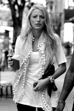 Love the t-shirt/scarf combo. The feather weight texture :)