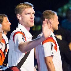Auf dem Weg zum vierten Weltmeistertitel für Deutschland will sich Per Mertesacker zur Not auch als Reservist einbringen.  Foto: dpa