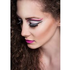 How fun is this intense eyeshadow on this week's #wcw? We love the combination of white and bright pink! #FloridaAcademy