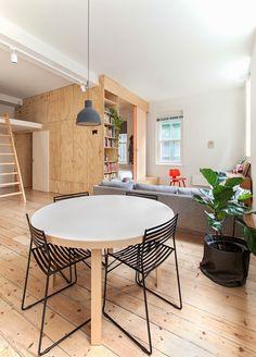 Interiores contrachapados. Una vivienda modular muy arquitectonica
