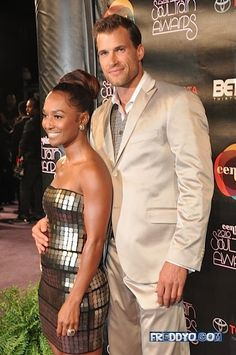 They look great together and he is HOT! His big hands!! :)