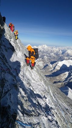 Everest - At on the rock traverse to the final summit ridge Ice Climbing, Mountain Climbing, Alpine Climbing, Bergen, Mount Everest, Climbing Everest, Zhangjiajie, Glacier, Escalade