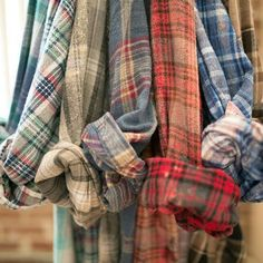 SALE -Mystery Flannel Shirts Vintage - Pick Your Size 💖Get your own Hipster / Grunge/ Flannel Shirt, Button up Vintage Flannel Shirt Today! We have the Best Stock of Style Boho Flannel Shi Hipster Grunge, Mode Grunge, Fall Winter Outfits, Autumn Winter Fashion, Looks Style, Style Me, Harris Tweed, Dress Me Up, Look Fashion