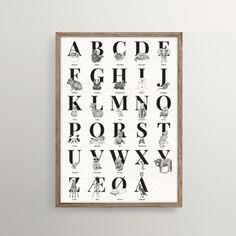 Alle de skønne dyr fra bogstavfamilien kan nu fås som en samlet ABC plakat i A3. Du kan også bestille den i 50x70.