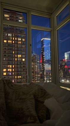 Night Aesthetic, City Aesthetic, Aesthetic Bedroom, Future House, My House, Dream Apartment, City View Apartment, Concrete Jungle, House Goals