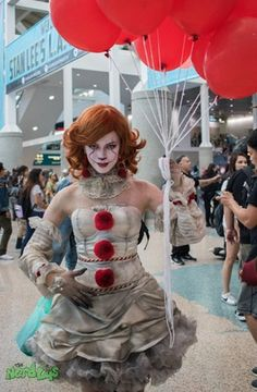 [Photographer] Pennywise by : cosplay halloween cosplay Comic Con Costumes, Scary Halloween Costumes, Halloween Kostüm, Halloween Cosplay, Cool Costumes, Halloween Outfits, Costumes For Women, It Clown Costume, Unique Halloween Makeup