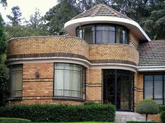 More sedate exterior trim colors for our yellow brick. Beautiful Architecture, Beautiful Buildings, Modern Architecture, Brick House Trim, Exterior Design, Exterior Trim, Exterior Colors, Exterior Paint, Yellow Brick Houses
