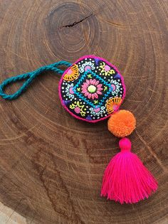 Colgante de mandala bordado con borla y pompón | María Tenorio | Flickr Felt Embroidery, Embroidery Stitches, Embroidery Designs, Textile Jewelry, Fabric Jewelry, Cardboard Crafts, Yarn Crafts, Crochet Decoration, Handmade Jewelry Designs