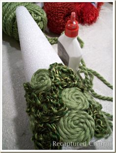 Holiday Yarn Trees - Ideen - Welcome Crafts Cone Christmas Trees, Xmas Tree, Christmas Holidays, Christmas Ornaments, Primative Christmas Tree, Cone Trees, Crochet Christmas Trees, Antique Christmas, Christmas Christmas
