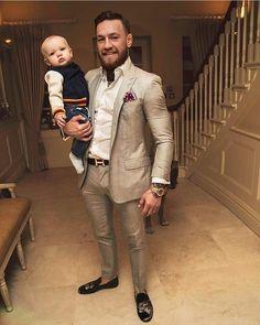 "Conor McGregor ( ""Dons under Connor Mcgregor, Conor Mcgregor Suit, Mcgregor Suits, Mens Fashion Suits, Mens Suits, Men's Fashion, Boxe Mma, Style Costume Homme, Dresscode"