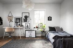 Een Scandinavisch appartement met grijstinten én veel planten - Roomed