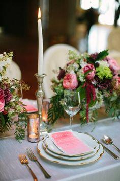 Acabados metálicos y tonos intensos de joyas o pedrería, son perfectos para la decoración de tu boda esta temporada. #WeddingBroker