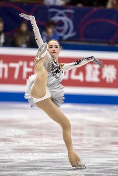 Creepy Photography, Dance Photography Poses, Sport Gymnastics, Artistic Gymnastics, Nba Cheerleaders, Alina Zagitova, Flexible Girls, Skate Girl, Beautiful Athletes