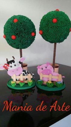 Fazendinha, em EVA. Farm Animal Birthday, Cowgirl Birthday, Farm Birthday, Diy And Crafts, Crafts For Kids, Ideas Para Fiestas, Farm Animals, Centerpieces, 1