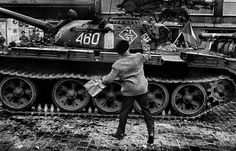 On August a Czech photographer took to the streets to document the chaos unfolding on his doorstop: some soldiers from five Warsaw Pact countries sent to destroy the Prague Spring. Prague Spring, Classic Photographers, Dark Landscape, Warsaw Pact, Photographer Portfolio, Modern History, Magnum Photos, Military Vehicles, Street Photography