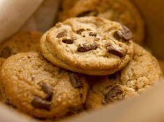 Retrouvez la recette des cookies par le chef pâtissier de Disneyland Paris.