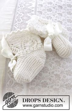 My Fairy Booties / DROPS Baby - Knitted baby socks with lace pattern for Christening or special occasions in DROPS Cotton Merino. Baby Knitting Patterns, Knitted Mittens Pattern, Knitting For Kids, Crochet For Kids, Knitting Socks, Baby Patterns, Free Knitting, Knitting Projects, Summer Patterns