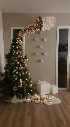 25 Most Interesting DIY Event Decor Ideas : Make Your Events More Attractive. 25 Most Interesting DIY Event Decor Ideas : Make Your Events More Attractive. 25 Most Interestin Funny Christmas Tree, Easy Christmas Crafts, Christmas Humor, Christmas Holidays, Outdoor Christmas, Felt Christmas, Homemade Christmas, Upside Down Christmas Tree, Christmas Events