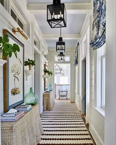 Details to Notice: 2019 Southern Living Idea House - Emily A. Clark Details to Notice: 2019 Southern Living Idea House – Emily A. Style At Home, Halls, Southern Living Homes, Southern Style Homes, Southern Home Decorating, Entry Hallway, Entrance Foyer, Hallway Paint, Hallway Console