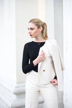 http://kiamisu.de - Classy Look | Outfitinspiration | Hallhuber Outfit | Elegant Styling | Modeblog aus Kassel  | Fashionblog from Germany  | Classy Costum by Hallhuber  | Blonde Hair, Red Lips