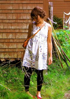 Cute dress, leggins, cross shoulder bag and flats.
