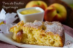 La torta alle Pesche e Yogurt magro è un dolce perfetto per una colazione leggera ma gustosa, o per merenda! Infatti abbiamo utilizzato pesche fresche e yo