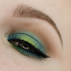 Ideas for Urban Decay Electric Palette: halo effect on eyelid, blend out with neutral shade.